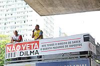SAO PAULO, SP, 05 DE DEZEMBRO DE 2012 - Feirao do Imposto, no vao livre do MASP, no inicio da tarde desta quarta feira, 05, regiao central da capita. Promovido por Jovens empreendedores o Feirao do Imposto visa informar a carga tributaria dos produtos e servicos. FOTO: ALEXANDRE MOREIRA - BRAZIL PHOTO PRESS.