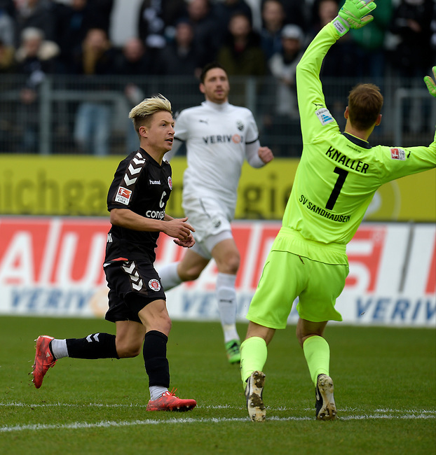 GER - Sandhausen, Germany, March 19: During the 2. Bundesliga soccer match between SV Sandhausen (white) and FC ST. Pauli (grey) on March 19, 2016 at Hardtwaldstadion in Sandhausen, Germany. (Photo by Dirk Markgraf / www.265-images.com) *** Local caption *** Marc Rzatkowski #11 of FC St. Pauli scores 0-2, Marco Knaller #1 of SV Sandhausen