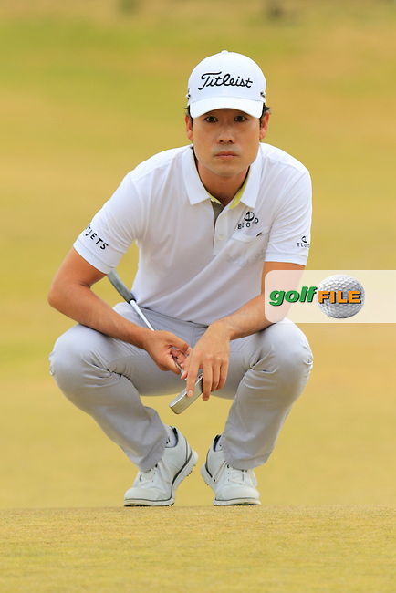 Kevin NA (USA) lines up his putt on the 17th green during Thursday's Round 1 of the 2015 U.S. Open 115th National Championship held at Chambers Bay, Seattle, Washington, USA. 6/18/2015.<br /> Picture: Golffile | Eoin Clarke<br /> <br /> <br /> <br /> <br /> All photo usage must carry mandatory copyright credit (&copy; Golffile | Eoin Clarke)