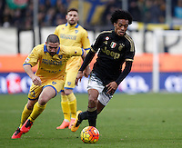 Calcio, Serie A: Frosinone vs Juventus. Frosinone, stadio Comunale, 7 febbraio 2016.<br /> Juventus&rsquo; Juan Cuadrado, right, is chased by Frosinone&rsquo;s Roberto Crivello during the Italian Serie A football match between Frosinone and Juventus at Frosinone's Comunale stadium, 7 January 2016.<br /> UPDATE IMAGES PRESS/Isabella Bonotto