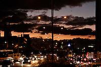 SÃO PAULO, 28 DE MARÇO 2013 - Paulistanos enfrentam congestionamento intenso no começo da noite desta quinta-feira(28), Av Marquês de São Vicente,  região da Barra Funda, zona oeste da capital,  véspera de feriado prolongado da Semana Santa - FOTO: LOLA OLIVEIRA/BRAZIL PHOTO PRESS