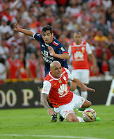 BOGOTA - COLOMBIA - 14-05-2016: Omar Perez (Der.) jugador de Independiente Santa Fe disputa el balón con Juan Jimenez (Izq.) jugador de Fortaleza FC, durante partido por la fecha 18 entre Independiente Santa Fe y Fortaleza FC, de la Liga Aguila I-2016, en el estadio Nemesio Camacho El Campin de la ciudad de Bogota. / Omar Perez (R) player of Independiente Santa Fe struggles for the ball with Juan Jimenez (L) player of Fortaleza FC, during a match of the date 18 between Independiente Santa Fe and Fortaleza FC, for the Liga Aguila I -2016 at the Nemesio Camacho El Campin Stadium in Bogota city, Photo: VizzorImage / Luis Ramirez / Staff.