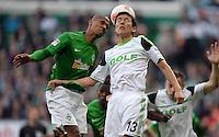 FUSSBALL   1. BUNDESLIGA   SAISON 2012/2013    30. SPIELTAG SV Werder Bremen - VfL Wolfsburg                          20.04.2013 Theodor Gebre Selassie (li, SV Werder Bremen) gegen Makoto Hasebe (re, VfL Wolfsburg)