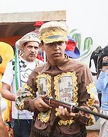 RECIFE, PE, 01.03.2014 - CARNAVAL / RECIFE / GALO DA MADRUGADA - <br />  O deputado federal João Paulo (PT)  (ao fundo) durante café da manhã e concentração do Galo da Madrugada, maior bloco de carnaval do mundo, no centro de Recife, na manhã deste sábado (01). (Foto: William Volcov / Brazil Photo Press).