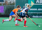HUIZEN - Hockey - Sterre Bregman (Bldaal) met Noa van Leer (Huizen) ,    Hoofdklasse hockey competitie, Huizen-Bloemendaal (2-1) . COPYRIGHT KOEN SUYK