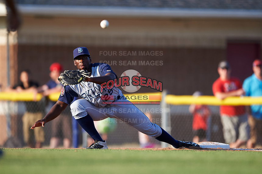 Brooklyn Cyclones first baseman Darryl Knight (25) stretches for a throw during a game against the Batavia Muckdogs on July 5, 2016 at Dwyer Stadium in Batavia, New York.  Brooklyn defeated Batavia 5-1.  (Mike Janes/Four Seam Images)