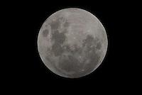 PIRACICABA,SP, 10.02.2017 - ECLIPSE LUNAR. A Lua vista da região noroeste de Piracicaba, interior de São Paulo, nesta sexta-feira, 10. ( Foto: Mauricio Bento/ Brazil Photo Press)