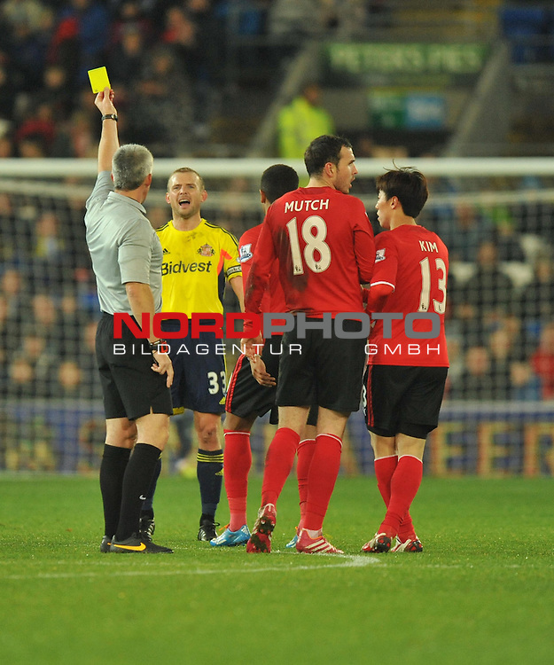 Sunderland's Lee Cattermole gets booked for a tackle. -  28/12/2013 - SPORT - FOOTBALL - Cardiff City Stadium - Cardiff - Cardiff City v Sunderland - Barclays Premier League<br /> Foto nph / Meredith<br /> <br /> ***** OUT OF UK *****