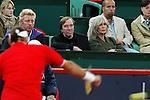Tennis am Rothenbaum<br /> <br /> Masters Series Hamburg<br /> <br /> Lleyton Hewitt AUS vs Roger Federer AUT<br /> <br /> Roger Federer besiegt Lleyton Hewitt haushoch ueberlegen in zwei Saetzen. <br /> <br /> Boris Becker sitzt neben Guenter Netzer, der seine Frau zum Tennis mitgebracht hat.<br /> <br /> Foto: nordphoto / Anja Heinemann *** Local Caption ***