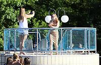 """Die Wiesbadener Sängerin Vicii präsentiert beim School's Out for the Summer ihre Single """"Keine Ahnung"""", die am gleichen Tag erschienen ist - Mörfelden-Walldorf 28.06.2019: 6. School's Out for the Summer Party"""