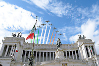 Roma, 2 Giugno 2016<br /> Le Frecce tricolori sul Vittoriano.<br /> Celebrazioni e parata militare per il 70°anniversario della Repubblica italiana.<br /> Rome, June 2, 2016<br /> Celebration and military parade for the 70th anniversary of the Italian Republic