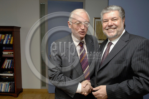 Brussels-Belgium - 15 June 2006---Guenter (Günter) VERHEUGEN (le), Vice President of the European Commission and in charge of Enterprise and Industry, receives Kurt BECK (ri), Chairman of the Social Democratic Party of Germany (SPD)---Photo: Horst Wagner/eup-images