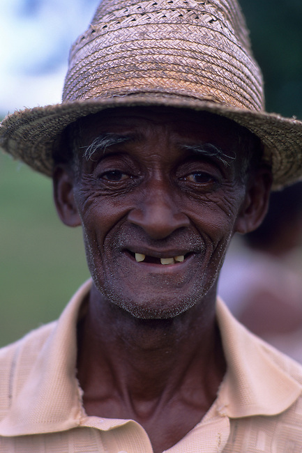 MADAGASCAR, NEAR VOHEMAR, PORTRAIT OF LOCAL MAN