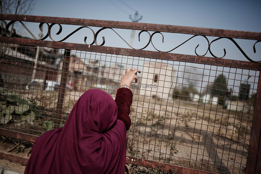 Mother crys the death of his son in Srinagar Martyr's Graveyard during the Eid festival,  17, November 2010