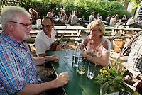 Heurigen Garten Berger Gs&ouml;ls in Grinzung bei Wien, &Ouml;sterreich<br /> Heurigen Garden Berger Gs&ouml;ls in Grinzung near Vienna, Austria