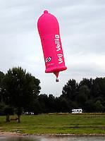 Vrij Veilig luchtballon, in de vorm van een condoom. Ballon van de GGD