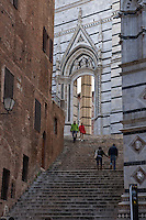 Archway in the hilltown of Siena,central Italy