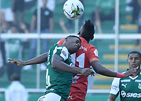 PALMIRA - COLOMBIA, 16-03-2019: Danny Rosero Valencia del Cali disputa el balón con Misael Riascos del America durante partido por la fecha 10 de la Liga Águila I 2019 entre Deportivo Cali y América de Cali jugado en el estadio Deportivo Cali de la ciudad de Palmira. / Danny Rosero Valencia of Cali vies for the ball with Misael Riascos of America during match for the date 10 as part Aguila League I 2019 between Deportivo Cali and America de Cali played at Deportivo Cali stadium in Palmira city.  Photo: VizzorImage / Gabriel Aponte / Staff