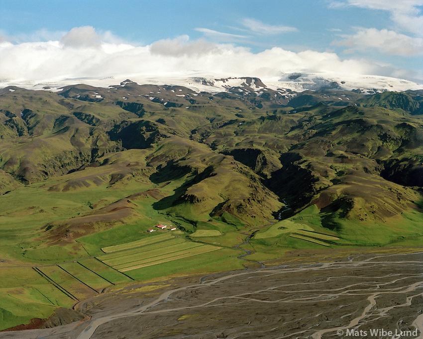 Álftagróf séð til norðurs, Keldudalur eyðijörð t.h. , Mýrdalshreppur áður Dyrhólahreppur /  Alftagrof viewing north, Keldudalur remote farmsite right. Myrdalshreppur former Dyrholashreppur.