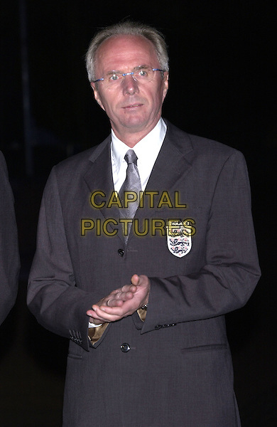 "SVEN GORAN ERIKSSON.At ceremony to mark the ""topping out"" of the arches at the new Wembley Stadium, London, 1st September 2004..half length England jacket coach hands clasped clapping.Ref: PL.www.capitalpictures.com.sales@capitalpictures.com.©Capital Pictures."