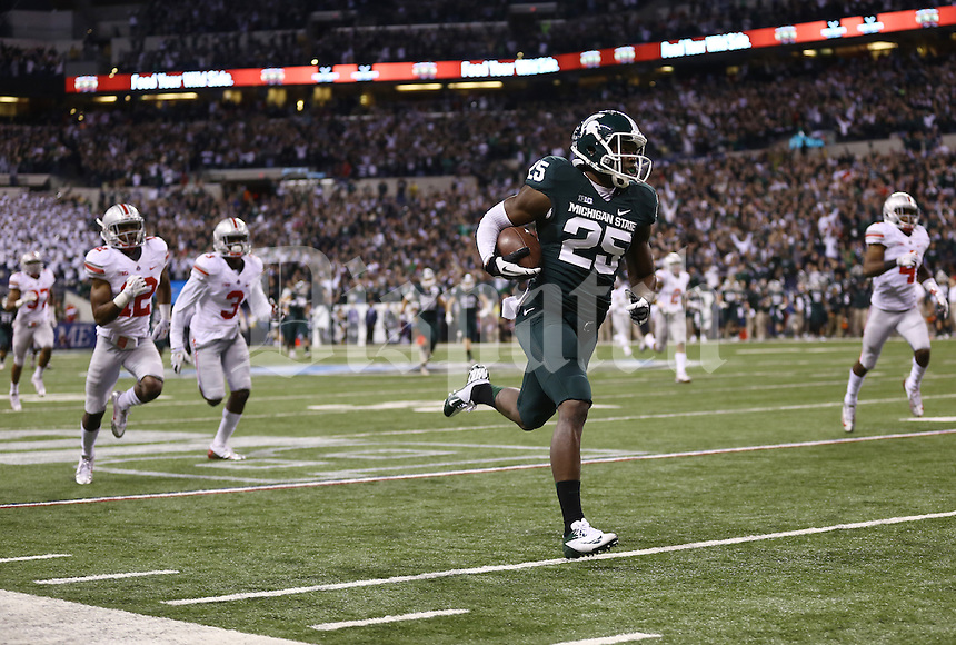 Michigan State Spartans wide receiver Keith Mumphery (25) runs in a 72-yard touchdown during the second quarter of the Big Ten championship football game at Lucas Oil Stadium in Indianapolis on Dec. 7, 2013. (Adam Cairns / The Columbus Dispatch)