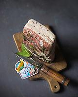 Italie, Val d'Aoste,  Arnad:   Préparation du Lard d'Arnad, AOP, à la charcuterie: Maison Bertolin - Vallée d'Aoste Lard d'Arnad est le nom d'un produit de charcuterie traditionnel obtenu sur le territore de la commune d'Arnad, dans la région autonome Vallée d'Aoste, DOP Denominazione di Origine Protetta,   // Italy, Aosta Valley,  Arnad: Preparation of Arnad lard, PDO, charcuterie: House Bertolin - Vallée d'Aoste Lard d'Arnad (PDO) is a cured pork product—specifically a species of lardo—produced exclusively within the municipal boundaries of the commune of Arnad in Aosta Valley,