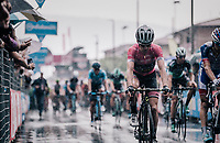 Maglia Rosa / overall leader Simon Yates (GBR/Mitchelton-Scott) rolling in after finishing in the rain<br /> <br /> stage 17: Riva del Garda - Iseo (155 km)<br /> 101th Giro d'Italia 2018