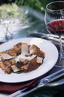 """Europe/France/Provence-Alpes-Côtes d'Azur/06/Alpes-Maritimes/Cannes : Râble de lapin en salade au jambon de lapin et chutney de poires - Recette de Richard Neat du restaurant """"Neat"""" 11 square Mérimée"""