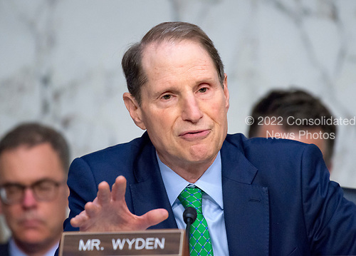 United States Senator Ron Wyden (Democrat of Oregon) questions witnesses before the US Senate Select Committee on Intelligence on the Russian intervention in the 2016 Presidential election on Capitol Hill in Washington, DC on Wednesday, June 28, 2017.<br /> Credit: Ron Sachs / CNP