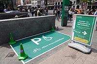 Nederland - Amsterdam - 2019.  Beursplein. Parkeervak voor mindervalidenfietsen.   Foto Berlinda van Dam / Hollandse Hoogte