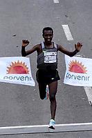 BOGOTÁ -COLOMBIA, 29-07-2018: Betesfa Getahun de Etiopía, en categoría elite varones, se impuso en los 21 Kms de la media maratón de Bogota 2018, MMB, con un tiempo de 1h. 05m. 07s. A la carrera asistieron más de 42.000 atletas. / Betesfa Getahun of Ethiopia, in elite men category, won in the 21 Kms of the Bogota Half Marathon 2018,MMB, with a time of 1h. 05m. 07s. At this edition were more than 42.000 athletes. Photo: VizzorImage/ Diego Cuevas / Cont.