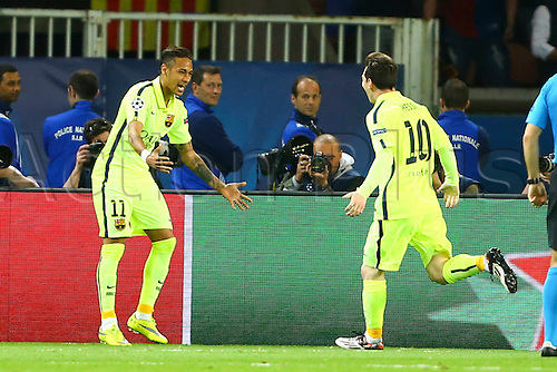 15.04.2015. Paris, France. UEFA Champions League football. QUarterfinal, first leg between PSG and Barcelona.  Celebrations from Neymar da Silva Santos Junior (Barca) for the first goal 0-1 with the passer Lionel Messi (FC Barcelone)