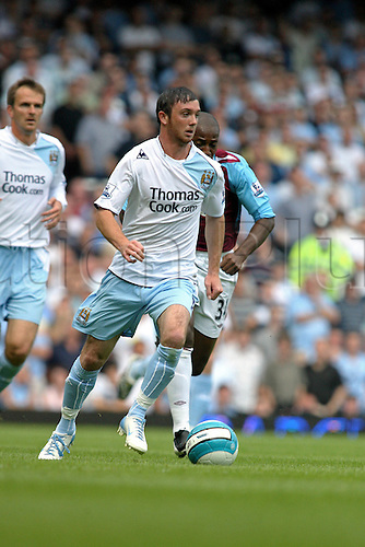 11 August 2007: Manchester City midfielder Stephen Ireland with the ball during the Premier League game between West Ham United and Manchester City, played at Upton Park. Man City won the match 2-0. Photo: Actionplus....070811 football soccer player premiership