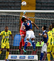 BOGOTA - COLOMBIA - 01 – 04 - 2018: Cesar Carrillo (Der.) jugador de Millonarios disputa el balón con Luis Ojada (Izq.) guardameta de Atletico Bucaramanga, durante partido de la fecha 12 entre Millonarios y por la Liga Aguila I 2018, jugado en el estadio Nemesio Camacho El Campin de la ciudad de Bogota. / Cesar Carrillo (R) player of Millonarios vies for the ball with Luis Ojada (L) goalkeeper of Atletico Bucaramanga, during a match of the 12th date between Millonarios and Atletico Bucaramanga, for the Liga Aguila I 2018 played at the Nemesio Camacho El Campin Stadium in Bogota city, Photo: VizzorImage / Luis Ramirez / Staff.