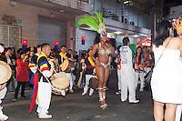 SAO PAULO, SP, 26 DE AGOSTO DE 2012 - CULTURA - 7 Festival da Cultura Coreana - A Escola de Samba Unidos de Vila Maria faz apresentacao no Festival que ocupa a Rua Lubavitch,  no bairro do Bom Retiro, zona central da cidade e  traz várias atrações relacionadas à Cultura Coreana que em 2013 celebrara 50 anos de Imigração no Brasil. FOTO RICARDO LOU - BRAZIL PHOTO PRESS