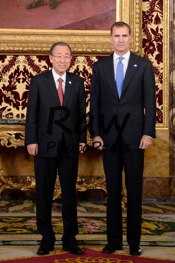 El Rey Don Felipe ha recibido al Secretario General de las Naciones Unidas, Ban Ki-Moon, en el Palacio Real de Madrid.<br /> <br /> King Felipe VI has received General Secretary for the United Nations, Ban Ki-Moon, at Royal Palace in Madrid on October 29th, 2015.