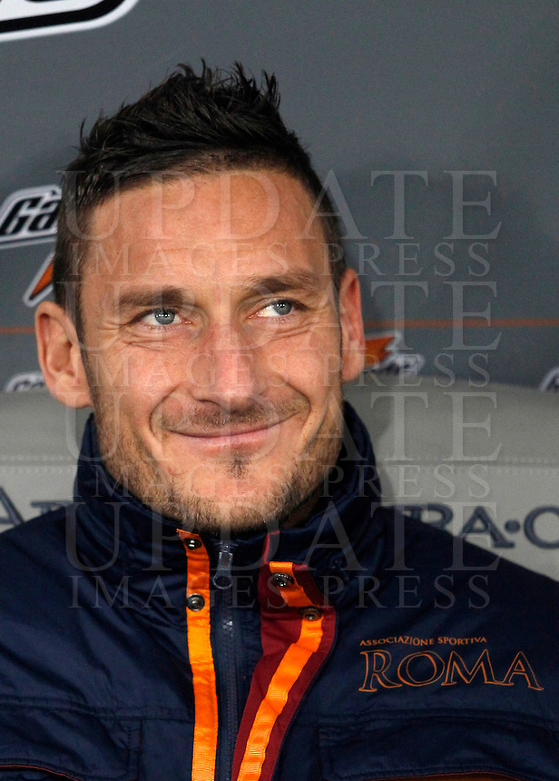 Calcio, ottavi di finale di Coppa Italia Tim: Roma vs Sampdoria. Roma, stadio Olimpico, 9 gennaio 2014.<br /> AS Roma forward Francesco Totti sits on the bench prior to the start of the Italy Cup round of sixteen football match between AS Roma and Sampdoria at Rome's Olympic stadium, 9 January 2014.<br /> UPDATE IMAGES PRESS/Isabella Bonotto