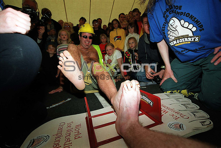 "Pix: Simon Wilkinson/SWPIX. World Toe Wrestling Championships 2000. "" Ye Olde Royal Oak Inn"" Weeton, Staffs...COPYWRIGHT PICTURE>>SIMON WILKINSON>>01943 436649>>..Toe wrestilng action...Destroyer Davies in action"