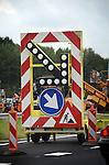NIEUWEGEIN - Wegenbord langs de snelweg A2 tussen Nieuwegein en IJsselstein waar Heijmans Wegenbouw uit Rosmalen bezig is met het asfalteren van de snelweg. COPYRIGHT TON BORSBOOM