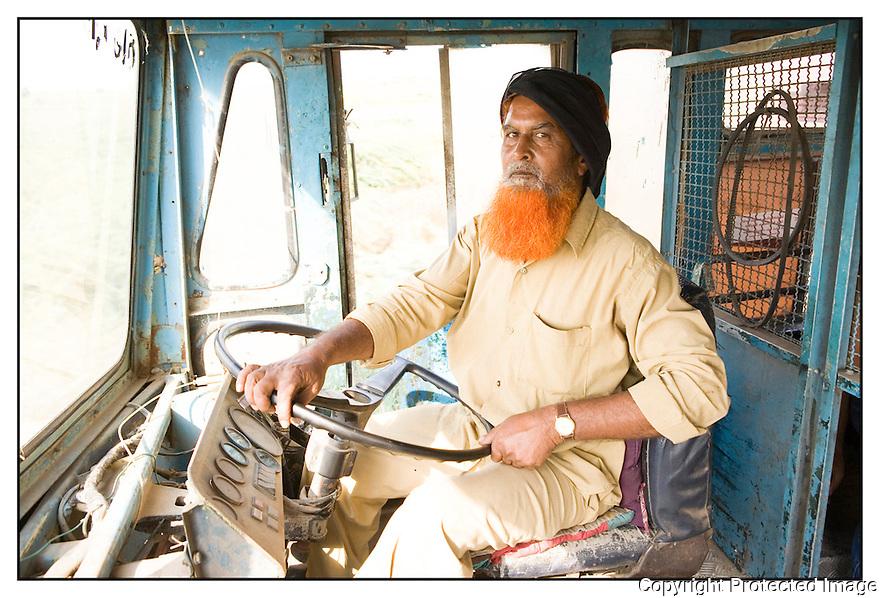 Inde- désert du Rajasthan, chauffeur de bus