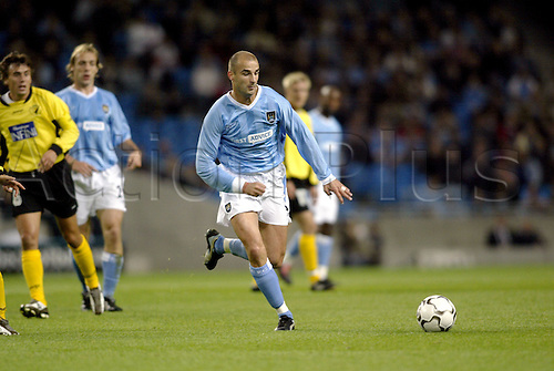September 24, 2003: City midfielder ANTOINE SIBIERSKI runs with the ball during the first leg of their First Round UEFA Cup game against Sporting Lokeren played at the City of Manchester Stadium. MANCHESTER CITY 3 v Lokeren 2 Photo: Glyn Kirk/action plus...soccer football 030924 man player