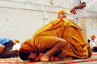 COMUNITA' SIKH NELLA FOTO UNA DONNA DURANTE LA PREGHIERA GENTE BORGO SAN GIACOMO 06/05/2007 FOTO MATTEO BIATTA<br /> <br /> SIKH COMMUNITY IN THE PICTURE A WOMAN DURING THE PRAYER PEOPLE BORGO SAN GIACOMO 06/05/2007 PHOTO BY MATTEO BIATTA