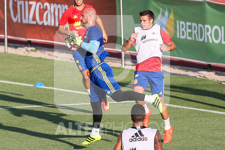 Spanish Pepe Reina and Cesar Azpilicueta during the first training of the concentration of Spanish football team at Ciudad del Futbol de Las Rozas before the qualifying for the Russia world cup in 2017 August 29, 2016. (ALTERPHOTOS/Rodrigo Jimenez)