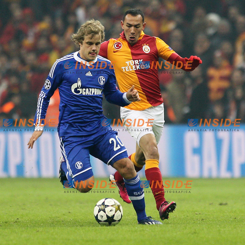 20.02.2013, Tuerk Telekom Arena, Istanbul, TUR, UEFA Champions League, Galatasaray Istanbul vs Schalke 04, Achtelfinale Hinspiel, im Bild Zweikampf zwischen links Teemu PUKKI #20 (FC Schalke 04) und Umut BULUT #19 (Galatasaray) // during the UEFA Champions League last sixteen first leg match between alatasaray Istanbul vs Schalke 04 at the Tuerk Telekom Arena, Istanbul, Turkey on 2013/02/20. EXPA Pictures © 2013, PhotoCredit: EXPA/ Eibner/ Kolbert..***** ATTENTION - OUT OF GER *****