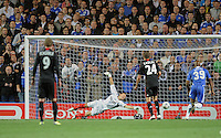 FUSSBALL   CHAMPIONS LEAGUE   SAISON 2011/2012     13.08.2011 FC Chelsea London - Bayer 04 Leverkusen Tor zum 1-0; Torwart Rene Adler (Mitte, Bayer 04 Leverkusen)