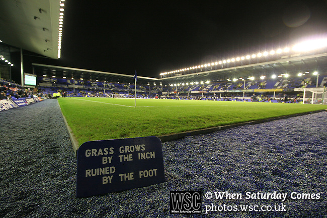 Everton 1, West Ham United 2, 14/12/2005. Goodison Park, FA Premiership. A view across the pitch before Everton host West Ham United in a mid-season game on Merseyside. The away team came from behind to win, watched by a crowd of 35,704. Photo by Colin McPherson.