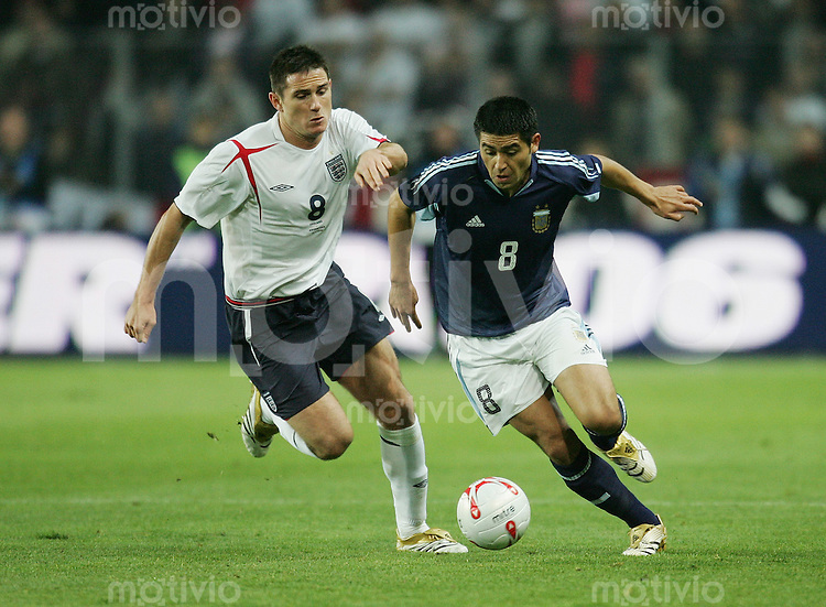Fussball International Testspiel England 3-2 Argentinien Juan Roman Riquelme (ARG,re) gegen Frank Lampard (ENG)