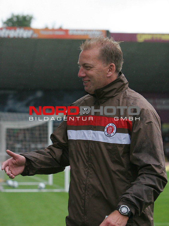 2.Liga FBL 2009/2010  Testspiel<br /> FC St.Pauli vs. Heart of Midlothian 2:0 (1:0)<br /> <br /> <br /> Cotrainer Andre Trulsen<br /> <br /> <br /> Foto &copy; nph (nordphoto)<br /> <br /> *** Local Caption ***
