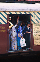 INDIA Mumbai Bombay, female commuter in crowded City train of western railways which connects the surburbans, for women exist special  women compartment to protect them from sexual harassment and violence of men / INDIEN Bombay Mumbai, weibliche Pendler in ueberfuellten S-Bahn Zuegen, fuer Frauen gibt es spezielle Frauenabteile, um Sie vor sexuellen Uebergriffen und Gewalt, sowie Grabschereien von Maennern zu schuetzen