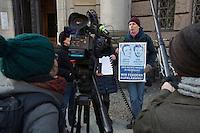 Mitglieder der Initiative zur Aufklärung des Mordes an Burak Bektas sehen Zusammenhänge zwischen den Fällen. //AuIm Berliner Landgericht beginnt der Prozess gegen Rolf Zielezinski nach dem Mord an Luke Holland.